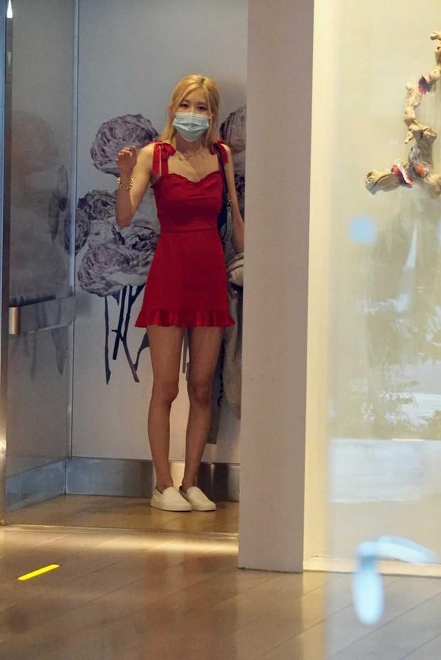 Team qua đường tóm gọn BLACKPINK hẹn hò hot TikToker ở Mỹ, Rosé diện đầm đỏ khoe body căng đét đánh bật thánh body Jennie - Ảnh 4.