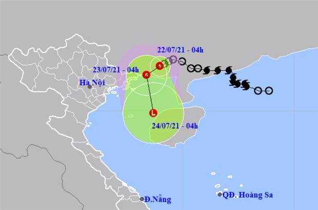 Áp thấp nhiệt đới áp sát Quảng Ninh, Hà Nội có mưa to, đề phòng lốc, sét và gió giật mạnh - Ảnh 1.