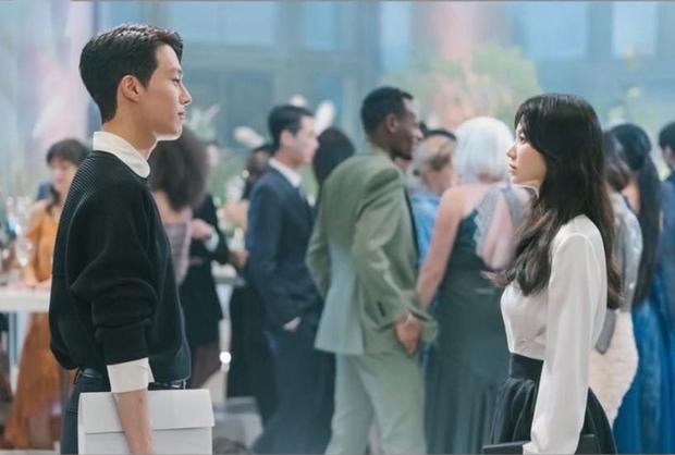 Song Hye Kyo tái hợp đạo diễn Hậu Duệ Mặt Trời, liên tục nhận 3 phim, comeback cực mạnh luôn? - Ảnh 5.