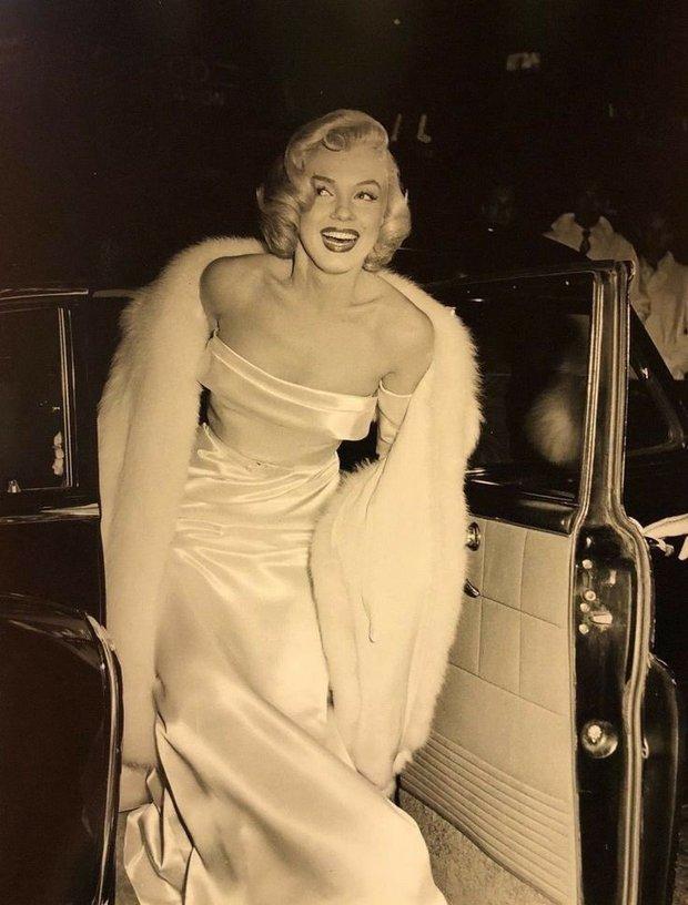Bom sex Marilyn Monroe: Đâu chỉ có sắc vóc, gu thời trang của bà từ hàng chục thập kỉ trước đã đẹp muốn điên lên - Ảnh 3.