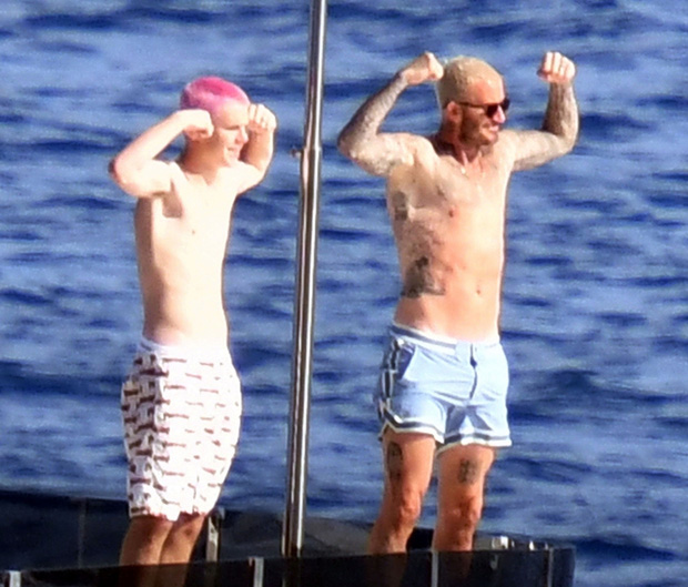 Bố con Beckham đi du thuyền vi vu nước Ý: Harper phổng phao, Cruz tóc hồng chói nhưng vẫn chịu thua ông bố David mlem - Ảnh 3.