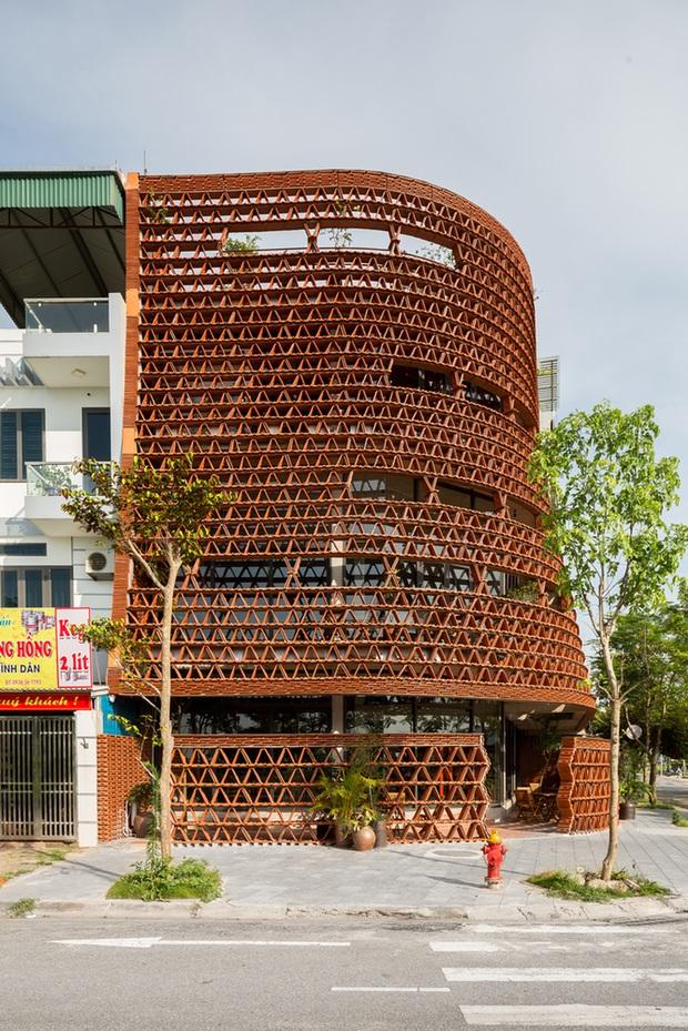 Hà Nội: Quán cà phê lấy cảm hứng từ cành cây và hang động của người tiền sử đẹp lạ trên báo Mỹ - Ảnh 2.