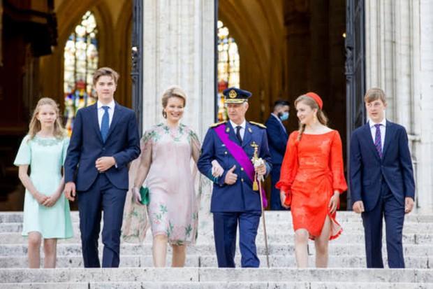 Nữ hoàng tương lai nước Bỉ hiếm hoi xuất hiện với nhan sắc gây chú ý, từng khung hình đều tràn ngập khí chất hoàng tộc ngời ngời - Ảnh 1.