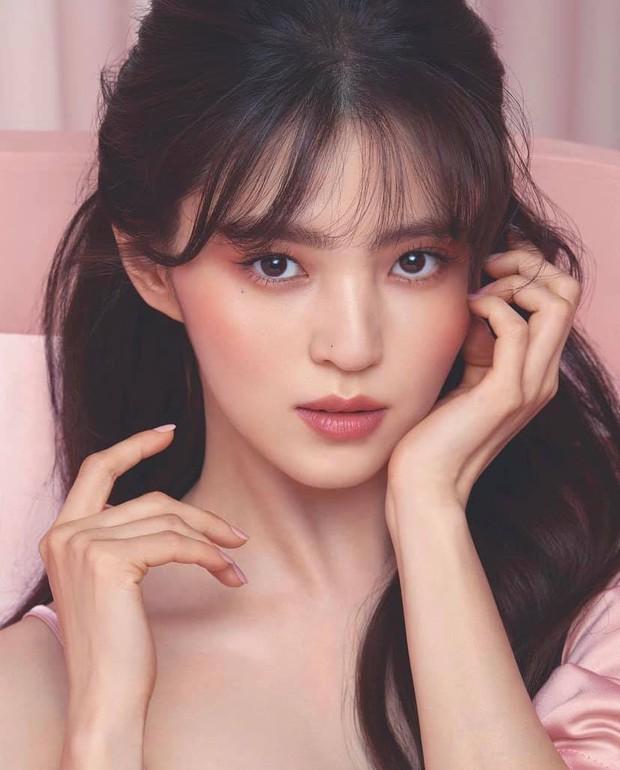 Sắc sảo lạnh lùng hay ngây thơ trong sáng mới hợp với Han So Hee, mời bạn phân định công tâm - Ảnh 4.