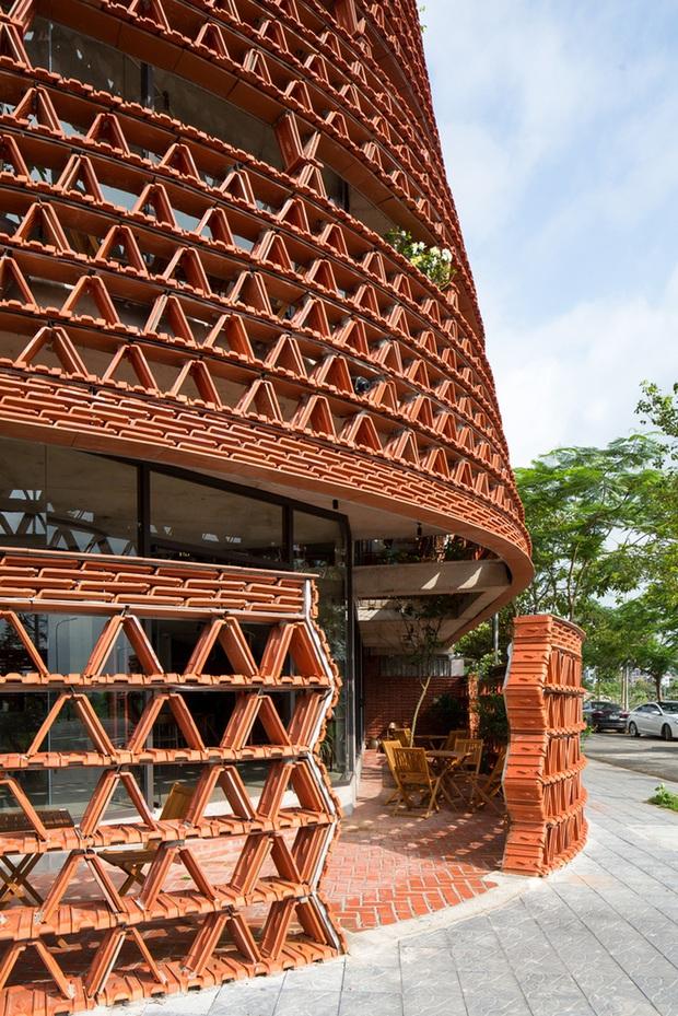 Hà Nội: Quán cà phê lấy cảm hứng từ cành cây và hang động của người tiền sử đẹp lạ trên báo Mỹ - Ảnh 11.