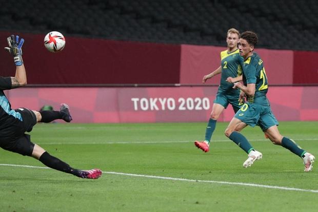 Thế hệ đàn em của Messi thua đội tuyển mạnh nhất Đông Nam Á ở trận mở màn Olympic 2020 - Ảnh 6.