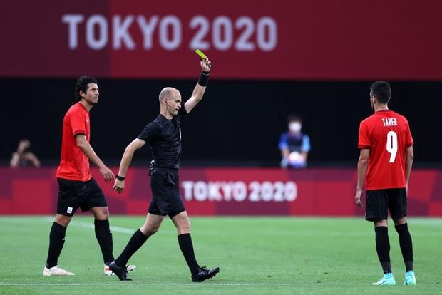 Rùng rợn: Cầu thủ Olympic Tây Ban Nha bẻ gập cổ chân sau tình huống vào bóng tai nạn - Ảnh 8.