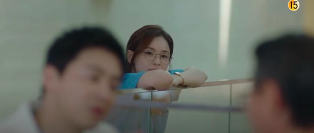 Preview Hospital Playlist 2 tập 7: Bệnh viện rơi vào rắc rối, nhà Gấu chuẩn bị thành đôi còn Song Hwa - Ik Jun hẹn hò? - Ảnh 2.