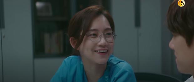 Preview Hospital Playlist 2 tập 7: Bệnh viện rơi vào rắc rối, nhà Gấu chuẩn bị thành đôi còn Song Hwa - Ik Jun hẹn hò? - Ảnh 8.
