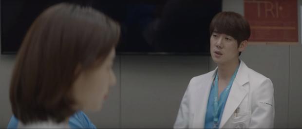 Hospital Playlist 2 tập 6: Hội F5 bóc phốt quá khứ đen tối, cặp đôi Vườn Đông chuẩn bị kết hôn? - Ảnh 10.