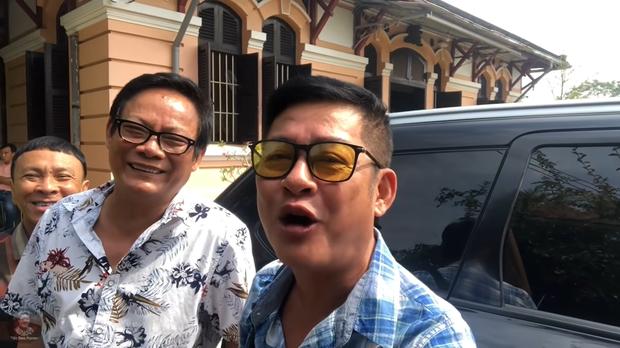 Nghệ sĩ Tấn Hoàng nói về chuyện có biệt thự to, ở 12 căn nhà nhưng vẫn than nghèo kể khổ - Ảnh 4.