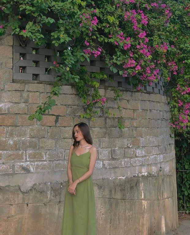 Rosé mặc váy hai dây xinh quá mà xem giá thì ối giời ơi, yên tâm có loạt váy na ná giá chỉ vài trăm cho chị em nè! - Ảnh 12.