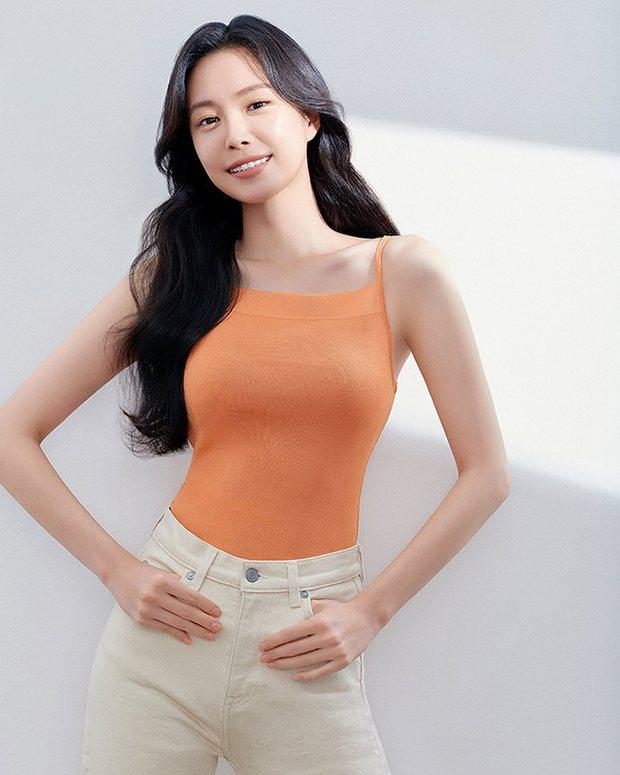 Vào nhà YG, Naeun (Apink) ngày càng lên hương body, ngắm ảnh mới đúng là đẹp mãn nhãn nhưng phần mũi sao kỳ thế này? - Ảnh 2.