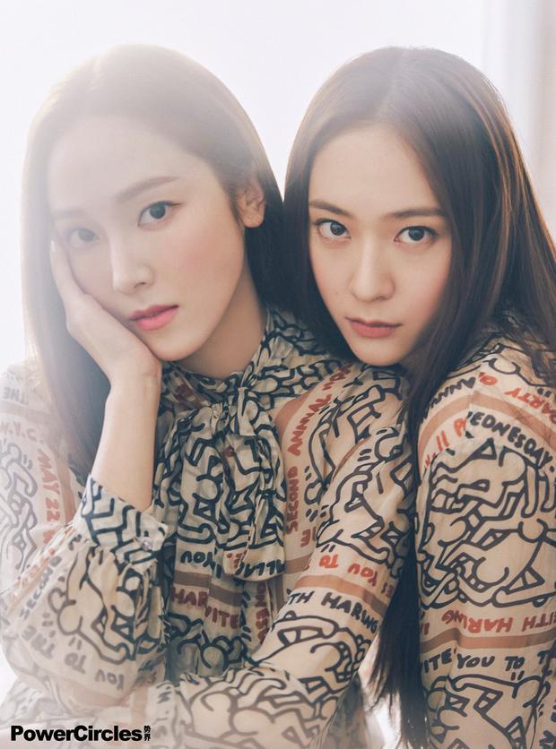 Chị em Jessica - Krystal lâu lắm mới đổ bộ tạp chí: Diện tông hắc hường khoe visual ngất lịm, mã gen này cần được duy trì! - Ảnh 9.