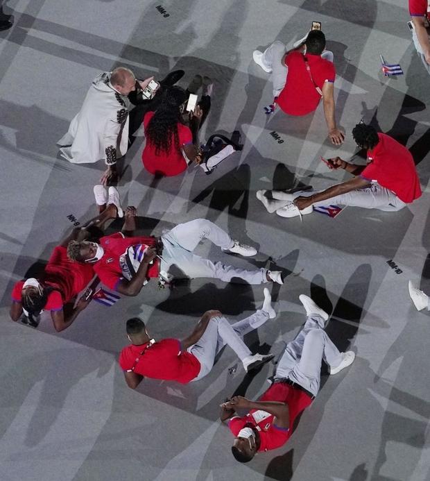 Đài lửa Olympic được thắp sáng, ngày hội thể thao lớn nhất thế giới chính thức bắt đầu!!! - Ảnh 9.
