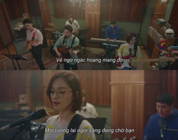 Cười vỡ bụng ở Hospital Playlist 2 tập 6: Thời trẻ oanh liệt của Ik Jun chưa ngang ngược bằng nữ hoàng tông điếc Song Hwa! - Ảnh 11.