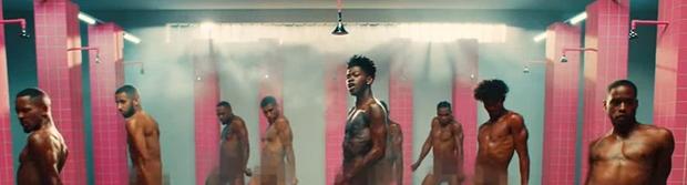 Quá trời rồi: Nam rapper từng kết hợp với BTS gây sốc cả thế giới khi tung MV khỏa thân 100% nhảy cùng dàn vũ công nam! - Ảnh 3.