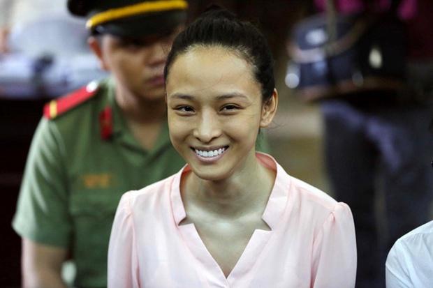Vbiz từng rúng động bởi scandal tình - tiền của 1 Hoa hậu: Bị tố lừa đảo 16,5 tỷ đồng, nụ cười bí hiểm trên toà gây ám ảnh! - Ảnh 10.