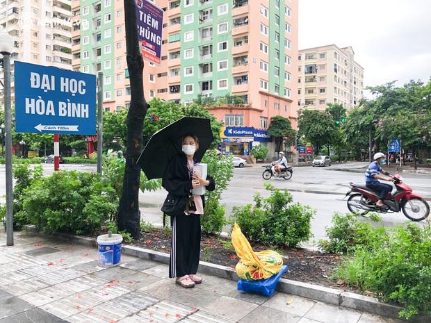 Hà Nội: Hàng trăm sinh viên KTX Mỹ Đình 2 đội mưa chuyển đồ, nhường chỗ cho khu cách ly Covid-19 - Ảnh 9.