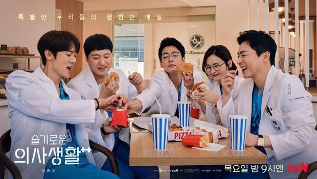 Hospital Playlist 2 tiếp tục chạm đỉnh rating trước khi hoãn chiếu đến tận tháng 8  - Ảnh 1.