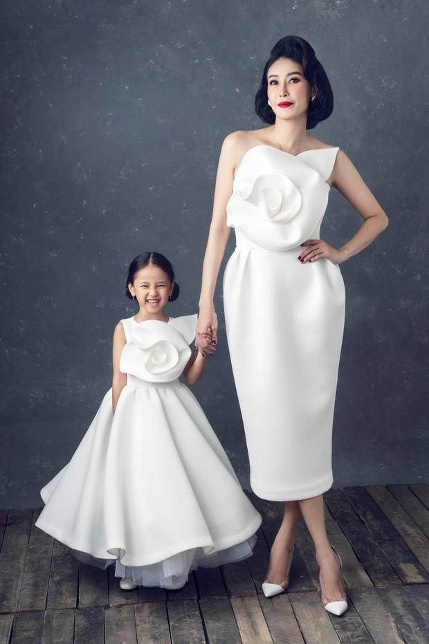 """Hà Kiều Anh kỉ niệm 14 năm ngày cưới sau ồn ào công chúa triều Nguyễn, visual cả nhà """"đỉnh chóp"""" nhưng có 1 điều gây tiếc nuối! - Ảnh 7."""