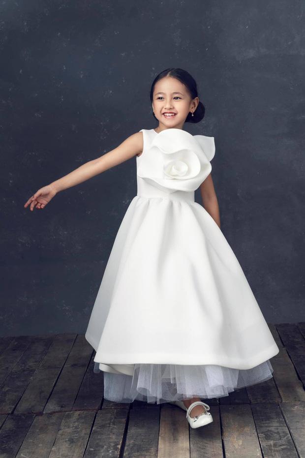 """Hà Kiều Anh kỉ niệm 14 năm ngày cưới sau ồn ào công chúa triều Nguyễn, visual cả nhà """"đỉnh chóp"""" nhưng có 1 điều gây tiếc nuối! - Ảnh 8."""