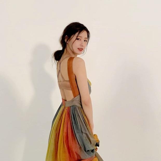 Loạt nữ idol Hàn khi diện đồ hở lưng: Ai nấy đều khét lẹt, thành viên hụt của BLACKPINK liệu có chặt đẹp bạn cũ? - Ảnh 23.