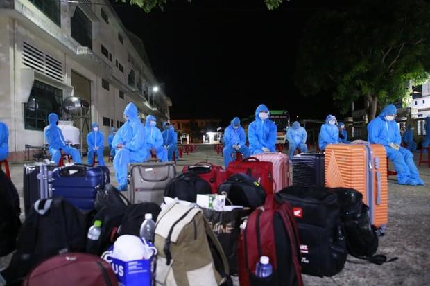 Lao động nghèo, sinh viên Quảng Nam từ TP.HCM về đến quê, được xét nghiệm ngay trong đêm - Ảnh 1.