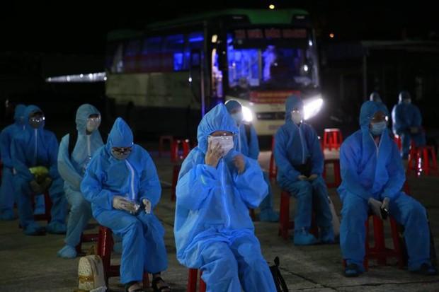 Lao động nghèo, sinh viên Quảng Nam từ TP.HCM về đến quê, được xét nghiệm ngay trong đêm - Ảnh 2.