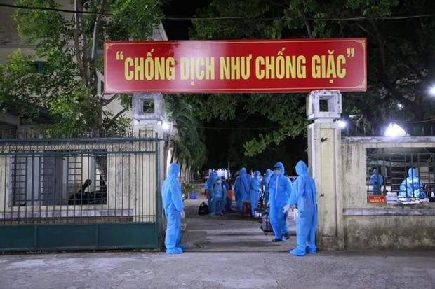 Lao động nghèo, sinh viên Quảng Nam từ TP.HCM về đến quê, được xét nghiệm ngay trong đêm - Ảnh 3.