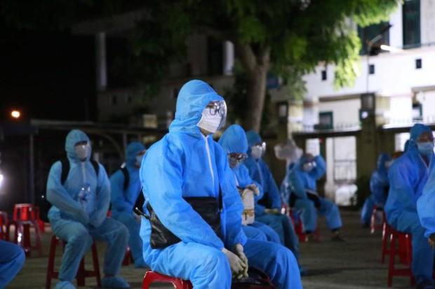 Lao động nghèo, sinh viên Quảng Nam từ TP.HCM về đến quê, được xét nghiệm ngay trong đêm - Ảnh 4.