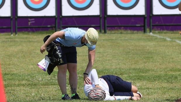 Nữ cung thủ ngất xỉu sau khi vừa hoàn thành bài thi tại Olympic Tokyo, nguyên nhân đằng sau nhanh chóng được tìm ra - Ảnh 1.