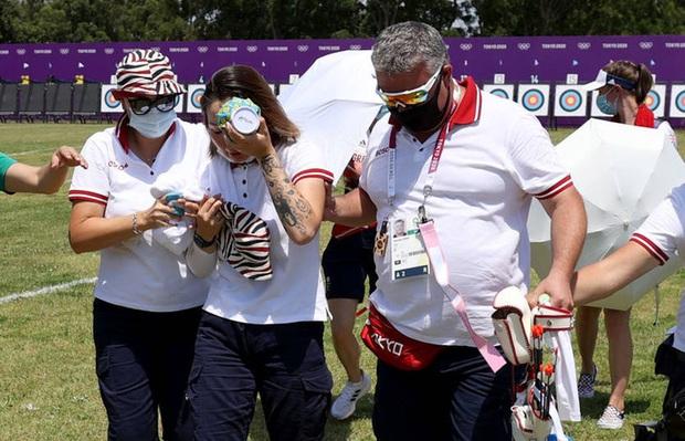 Nữ cung thủ ngất xỉu sau khi vừa hoàn thành bài thi tại Olympic Tokyo, nguyên nhân đằng sau nhanh chóng được tìm ra - Ảnh 2.