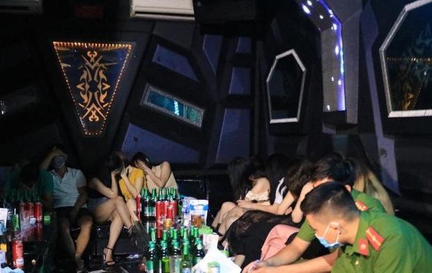 36 dân chơi dương tính ma túy trong tiệc sinh nhật tại quán karaoke - Ảnh 1.