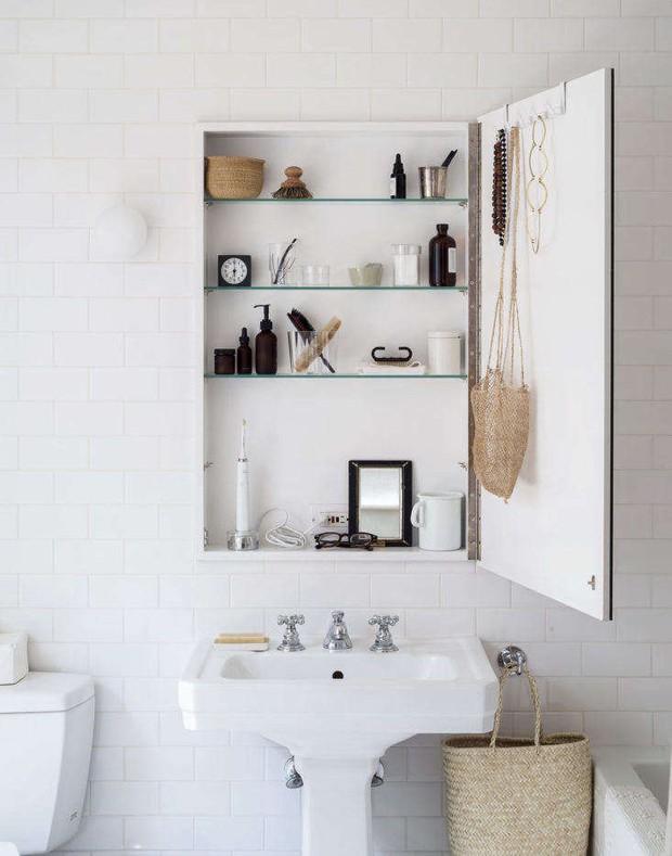 6 thói quen khiến phòng tắm bừa bộn kém sang, tệ hơn là biến thành ổ vi khuẩn gây bệnh - Ảnh 3.