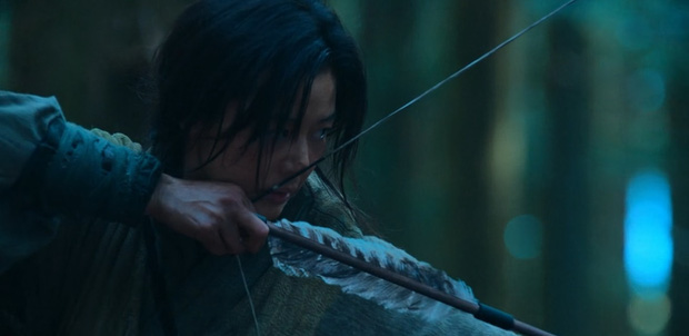 Kingdom của Jeon Ji Hyun ra mắt chưa đầy nửa ngày đã bị chê thảm họa: Con hổ còn át vía mợ chảnh? - Ảnh 1.