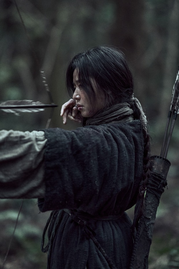Kingdom của Jeon Ji Hyun ra mắt chưa đầy nửa ngày đã bị chê thảm họa: Con hổ còn át vía mợ chảnh? - Ảnh 2.