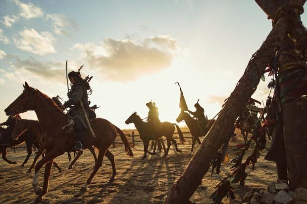 Kingdom của Jeon Ji Hyun ra mắt chưa đầy nửa ngày đã bị chê thảm họa: Con hổ còn át vía mợ chảnh? - Ảnh 3.