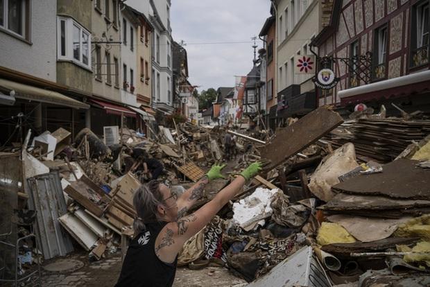 Ít nhất 205 người thiệt mạng trong trận mưa lũ nghiêm trọng ở Tây Âu - Ảnh 3.