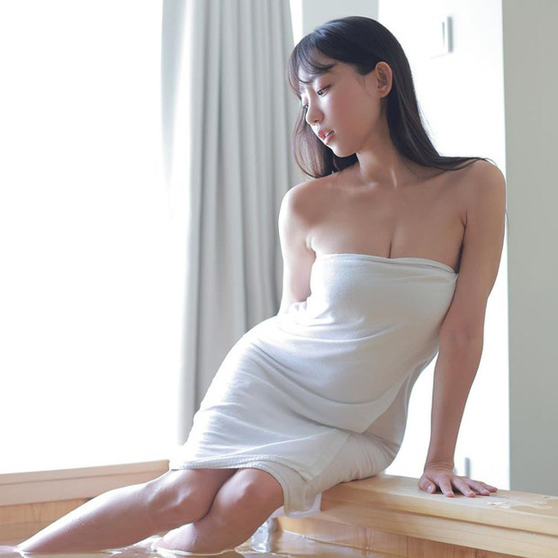 Livestream cảnh tắm bồn gợi cảm, nữ streamer gây sốc khi cởi toàn bộ, khéo léo tạo quần áo với bọt xà phòng - Ảnh 7.