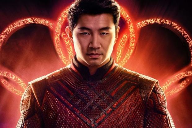 Nam diễn viên đóng vai siêu anh hùng võ thuật Shang-Chi hóa ra cũng là fan cứng của Liên Minh Huyền Thoại - Ảnh 1.