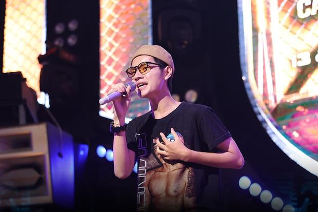 Quán quân Sing My Song - Cao Bá Hưng đọc vè trên sân khấu Rap Việt mùa 2? - Ảnh 2.