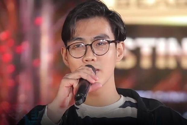 Quán quân Sing My Song - Cao Bá Hưng đọc vè trên sân khấu Rap Việt mùa 2? - Ảnh 3.