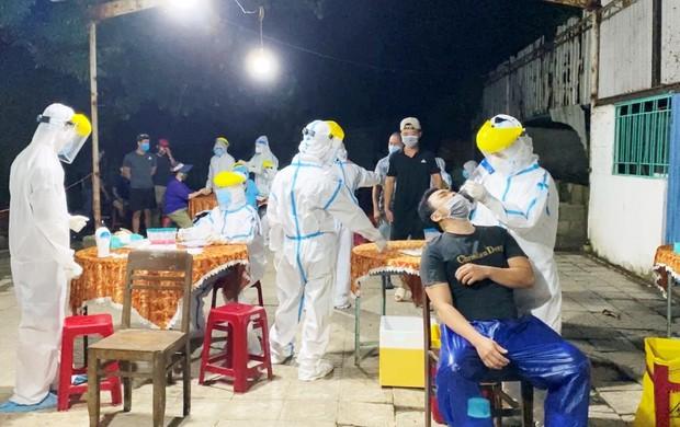 Đà Nẵng thêm 37 ca COVID-19 mới, có 2 ca cộng đồng là KTV gây mê và người ở Quảng Nam đến khám tại TTYT Cẩm Lệ - Ảnh 2.