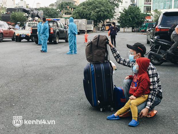 720 người dân Hà Tĩnh lên chuyến tàu 0 đồng rời Sài Gòn về quê - Ảnh 6.