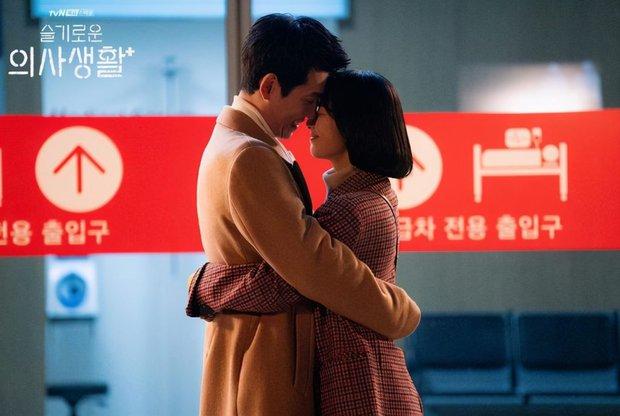 Kiếm đâu ra người yêu như Jun Wan của Hospital Playlist: Chia tay 1 năm vẫn thao thức, lúc ăn ngon cũng nhớ về tình cũ - Ảnh 5.