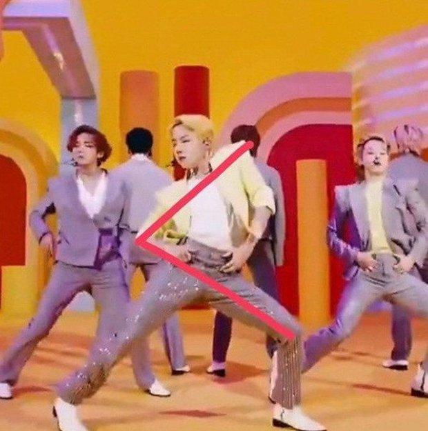 j-hope (BTS) đích thị là ông tổ của thước kẻ, nhìn cách anh chàng nhảy là biết! - Ảnh 2.