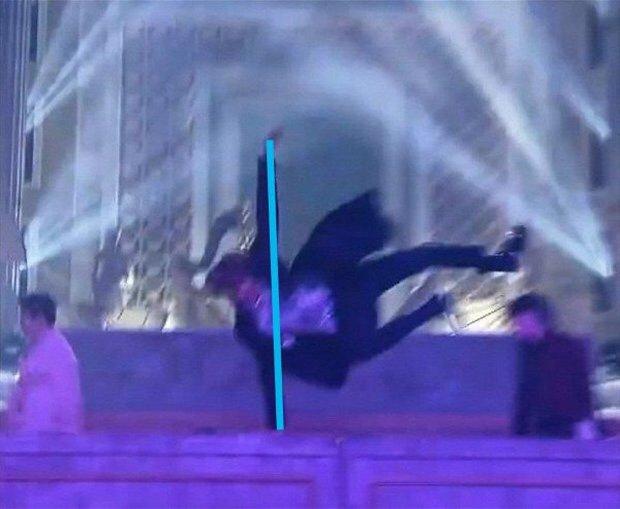 j-hope (BTS) đích thị là ông tổ của thước kẻ, nhìn cách anh chàng nhảy là biết! - Ảnh 4.