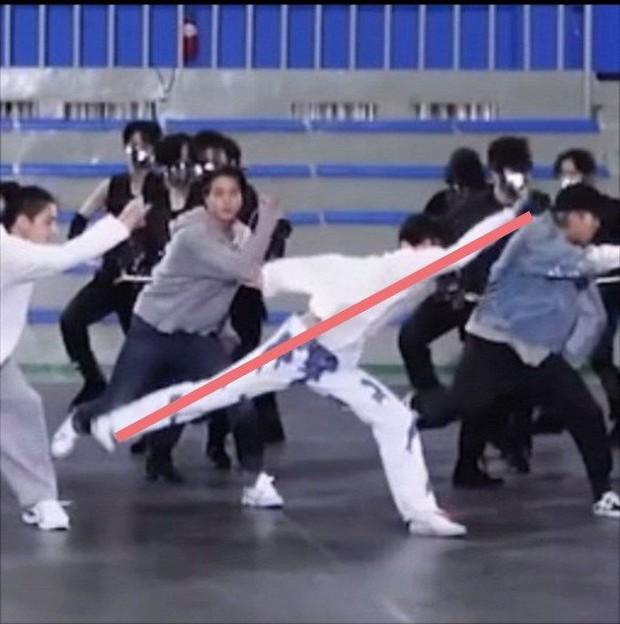 j-hope (BTS) đích thị là ông tổ của thước kẻ, nhìn cách anh chàng nhảy là biết! - Ảnh 3.