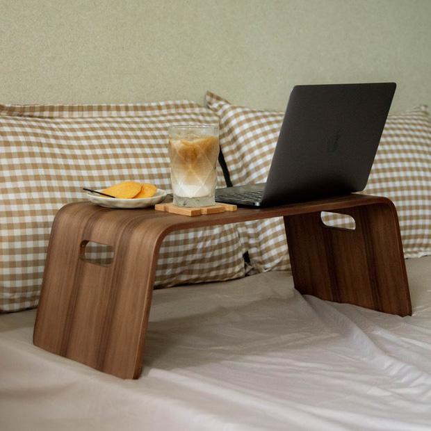 Bàn đa năng cho hội yêu giường chỉ từ vài chục nghìn, mùa work from home nhất định phải có  - Ảnh 3.